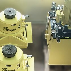 Cilindros de elevación por etapas de 500 Tm. con central hidráulica
